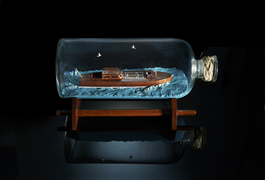 Svalan power boat in bottle